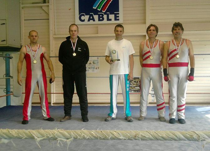 Derby des vieilles savates de juin 2009, de G à D: Didier DUBOIS, Bruno HERISSON (capt'n niglo), Dominique BRIAND, Patrick MAUREY, Patrick ANNE (asterix)