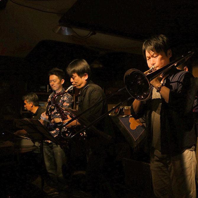 covering the Crusaders --- Photo by Koichiro Dohi