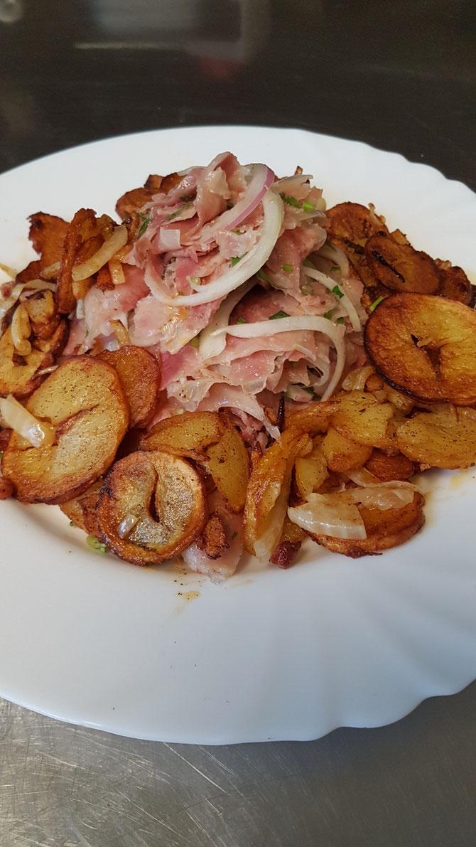 Schwäbisch Spezialitäten :Ochsen Maul Salat mit Bratkartoffeln : nur Donnerstag so lange der Vorrat reicht!!!