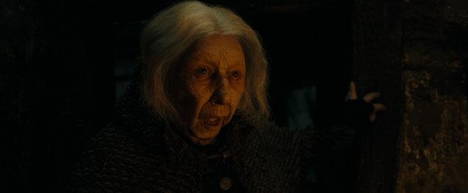 Nagini sortant du corps de Bathilda Tourdesac (Harry Potter et les Reliques de la Mort - Partie 1 - 2010)