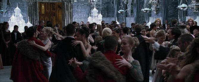 Les élèves dansant dans la Grande Salle (Harry Potter et la Coupe de Feu - 2005)