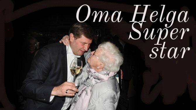 Und da ist auch noch die SIEGERIN DER HERZEN, Tims Oma Helga, die in der Schlussphase ganz energisch in den Wahlkampf eingriff, weil sie für Ihren Enkel leckere Plätzchen buk und als Geschenk verteilte. Sie hat den Vorsprung geschafft, ganz bestimmt!