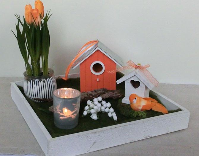 Holztablett mit Vogelhäuschen, Tulpen, Maiglöckchen