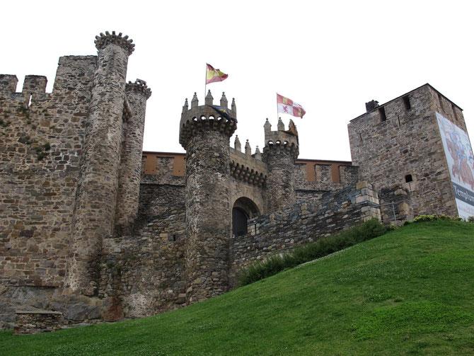 Gut erhaltener Templerburg in Ponferrada. Die Templern waren Pilgernbeschützer und Bankwesen und Scheck Erfinder.