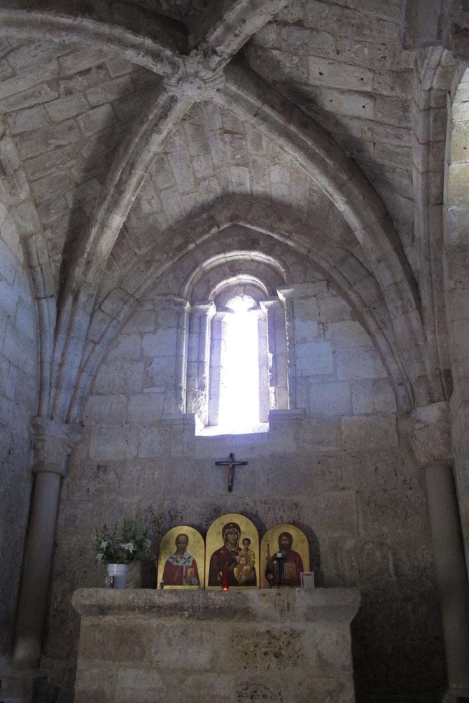 ...gleich neben dem Altar.