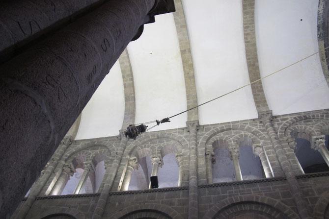 Der Weihrauchfass wird vom 6 Männer quer dur die ganze Kathedrale geswenkt.