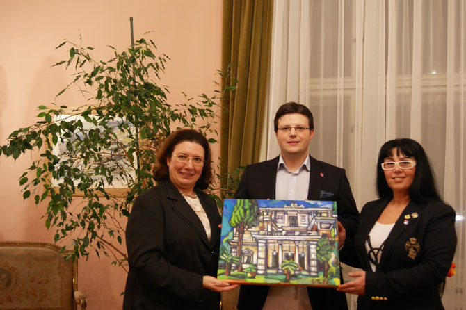 I. E. die Botschafterin Chryssoula Aliferi, akademischer Maler Matthias Laurenz Gräff und Frau Georgia Kazantzidu