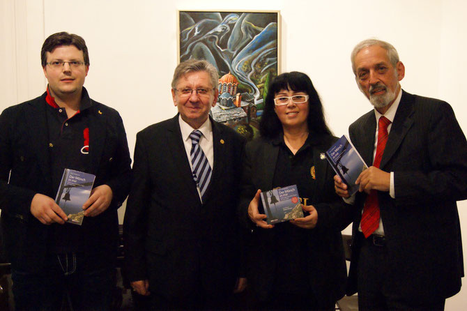 Mag. Matthias Laurenz Gräff, Gastgeber Charilaos Zikos, Frau Georgia Kazantzidu, Autor Prof. Heinz Nußbaumer