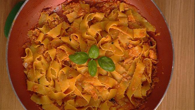 Pasta con scampi e pistacchi