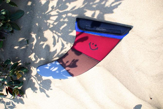シングルフィン用ケース'classic model':サイドフィン用ポケットはありません。