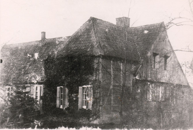 Um 1920.