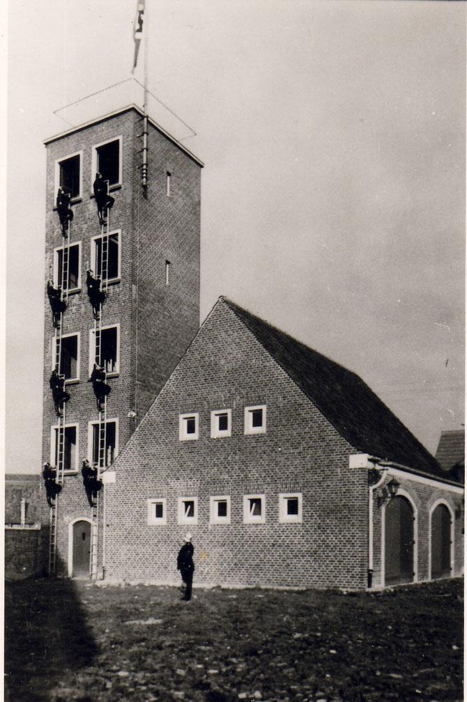 Um 1938.