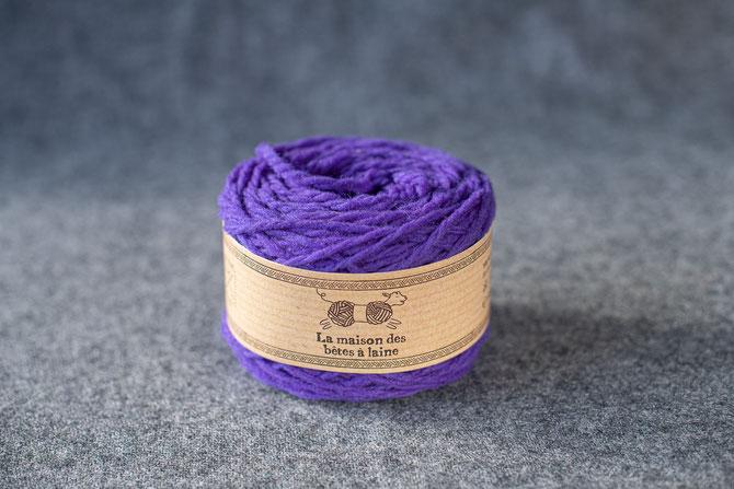 Pure laine des Alpes françaises      Pelote coloris violet clair 50grs. 96m aig 5-6