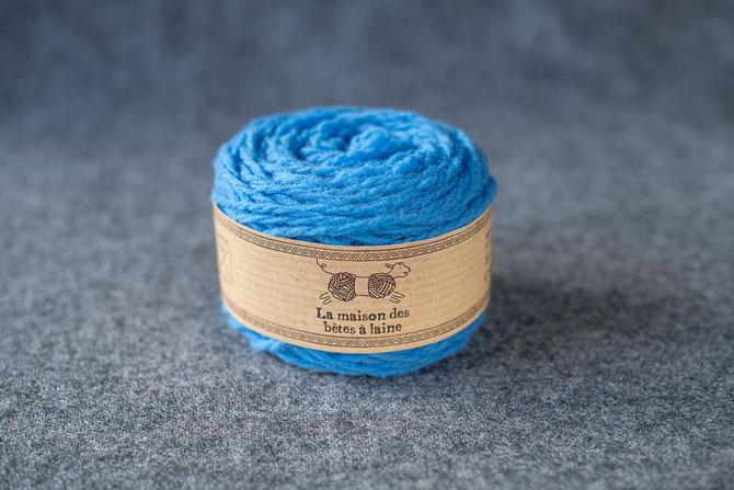 Pure laine des Alpes françaises      Pelote coloris bleu azur 50grs. 96m aig. 5-6