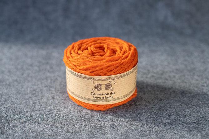 Pure laine des Alpes françaises pelote coloris orange 50grs 96m aig 5-6