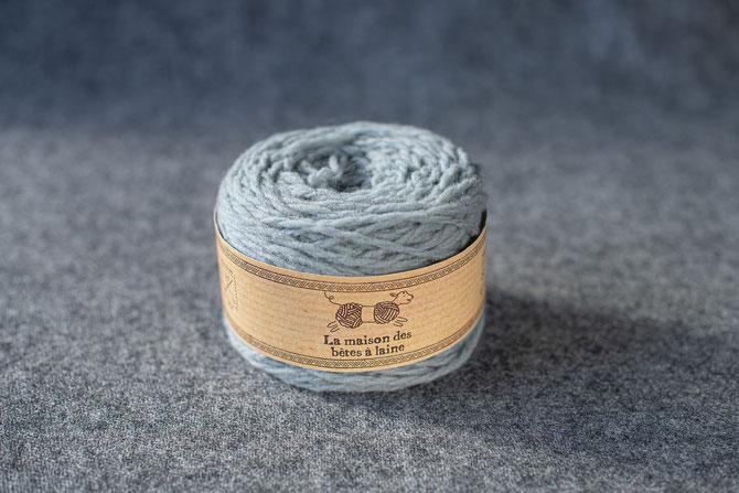 Pure laine des Alpes françaises      Pelote coloris gris souris 50grs 96m aig 5-6