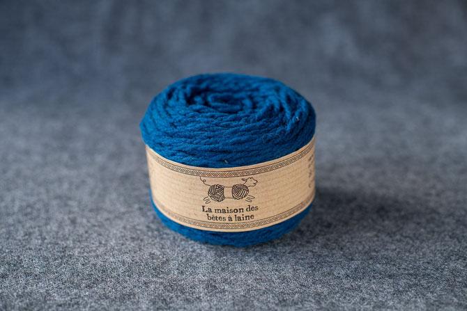 Pure laine des Alpes françaises      Pelote coloris bleu canard 50grs. 96m aig 5-6