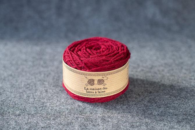 Pure laine des Alpes françaises            Pelote coloris fuchsia 50grs 130m. aig 3-4