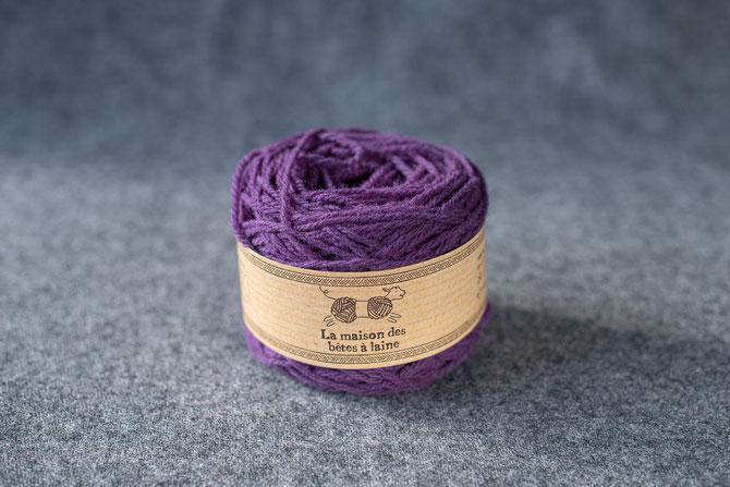 Pure laine des Alpes françaises      Pelote coloris aubergine 50grs. 130m aig 3-4