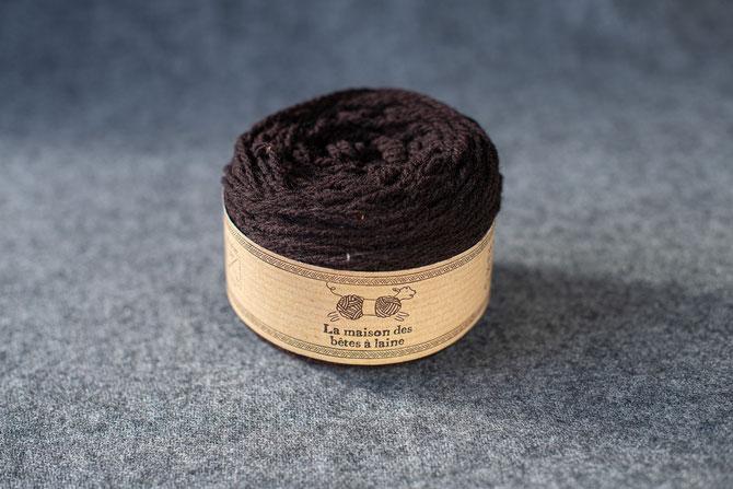 Pure laine des Alpes françaises      Pelote coloris marron 50grs 130m aig 3-4