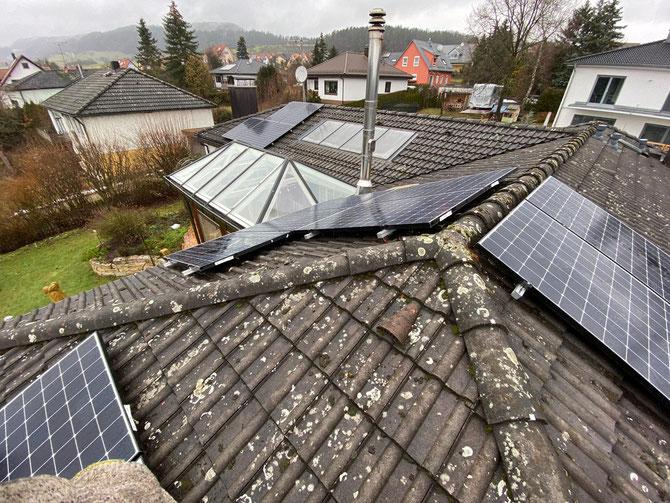Photovoltaik auf Ost-, West- und Süd-Seite (© iKratos)