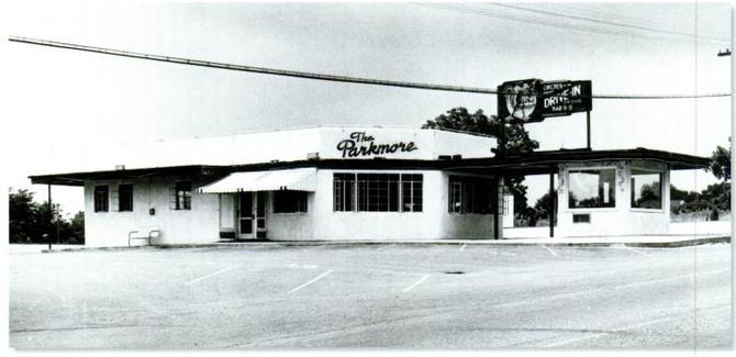 1947年、ロバートの父は、アラバマ州のモンゴメリーにドライブインレストラン「The Parkmore」をオープン。100台の車が駐車できた。1958年に閉店。