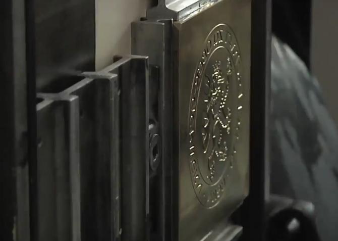 Prägecliché aus Metall