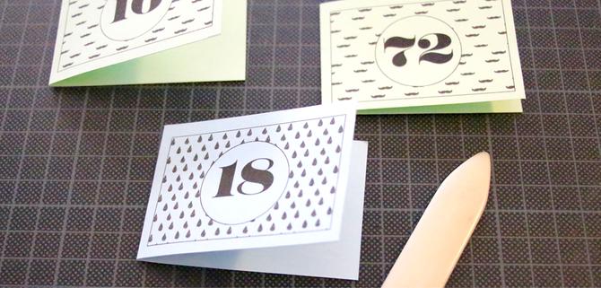 Karten zum Einmaleins lernen, für Grundschüler oder ältere Kinder. Einfach umsonst downloaden, ausdrucken und loslegen! Noch mehr Freebies, die deinen Alltag einfacher machen, gibt es bei www.die-kleine-designerei.com