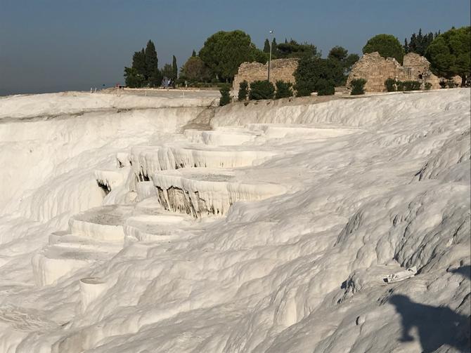 Pamukkale: Die Bassins der Sinterterrassen sind ausgetrocknet...