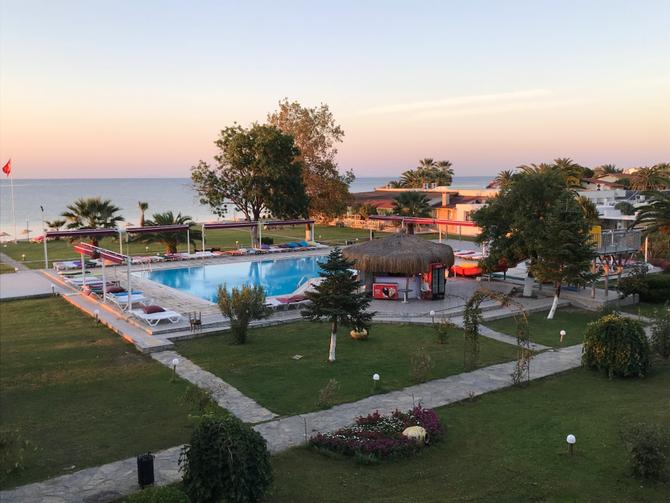 "Hotelpark des ""Altıner""-Hotels (nahe Küçükkuyu)"