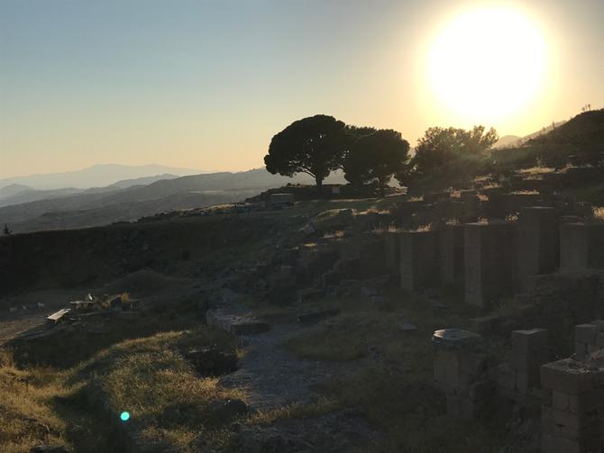 Sonnenuntergang auf dem Burgberg von Pergamon (Bergama)