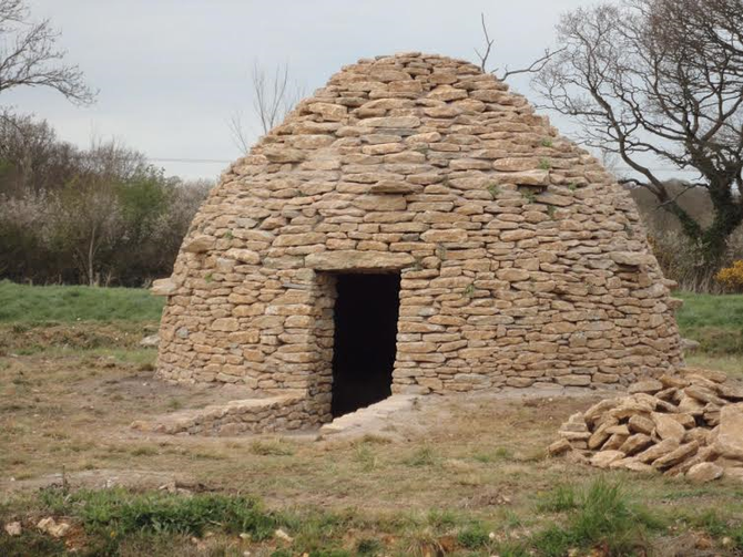 Stone tomb using just natural face walling stone