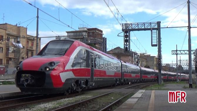 """""""NUOVO ETR 700 FYRA V250 """"ALBATROS"""" n°4810 in viaggio da PISTOIA a MILANO C.LE transita a PISA C.LE"""": guarda il video!"""