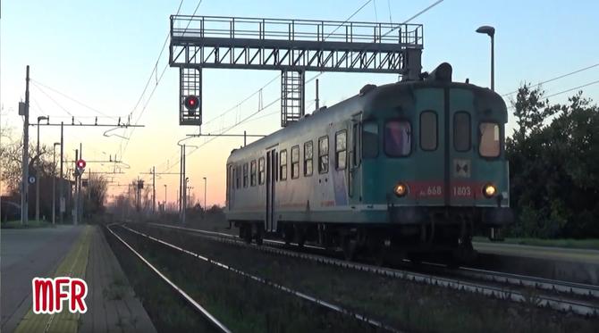 """""""Un incrocio al tramonto - ALn 668 1803 ed ALe 582 003 alla stazione di ACQUANEGRA CREMONESE (CR)"""": guarda il video!"""