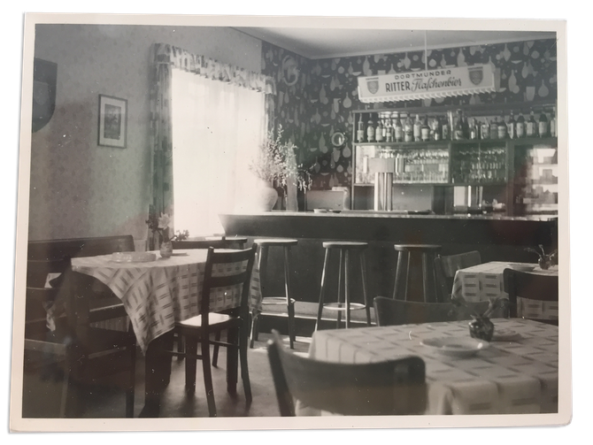 Lybstes Altbausanierung: unsere Sitzfensterbank, vorher Kneipe - jetzt Esszimmer