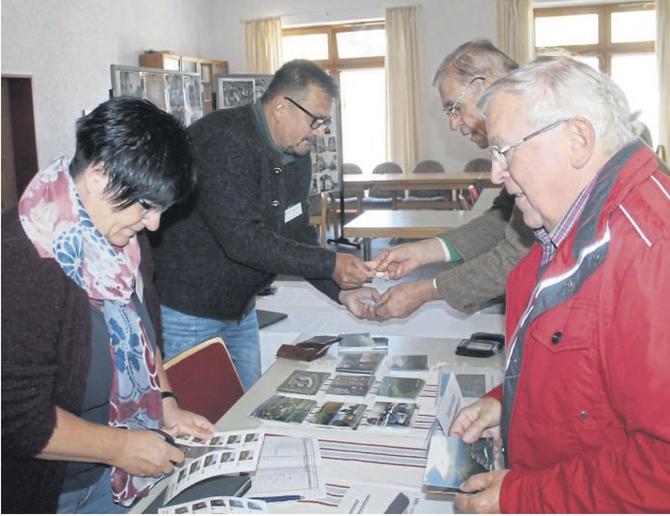 Ein Renner beim Weidelsburg-Symposium war der Verkauf der Briefmarken Sonderserie mit Burgmotiven.