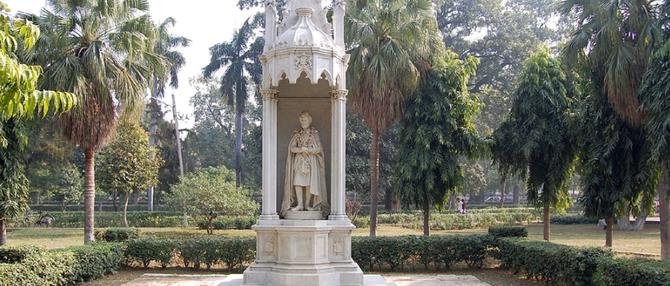 BARADARI GARDEN. STATUE DE S.A.R. SIR YADAVINDRA SINGH, 9è MAHARAJAH DE PATIALA.