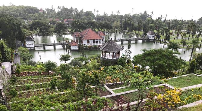 PALAIS DU ROI SOEKASADA UJUNG, Entièrement reconstruit après l'éruption en du Volcan AGUNG