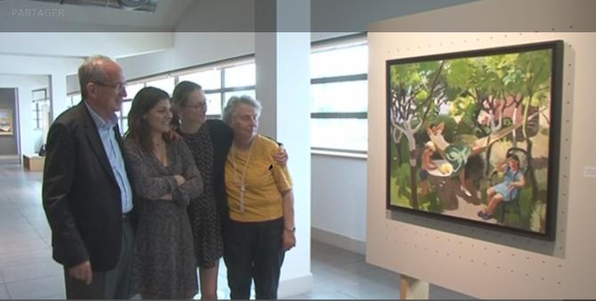 g. à dte. LES DESCENDANTS DE JOSEPH  INGUIMBERTY  : MICHEL son fils - (GIULIA Galeriste Expert) -  SOPHIE sa petite-fiiie - DOMINIQUE sa fille -  devant une toile représentant les 2 enfants avec leur mère