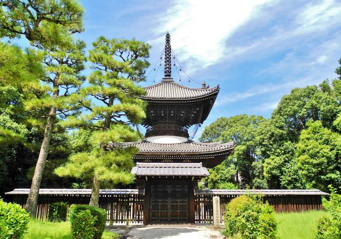 KYOTO. MAUSOLEE DE L'EMPEREUR KONOE.  Août 2016