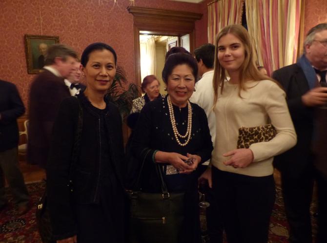 De g. à dte. Loan DE FONTBRUNE, Maguy TRAN, Princesse Elizabeth DE BOURBON PARME, notre superbe DEB 2014 AU PALAIS DE CHAILLOT. C* NGO KIM KHOI.