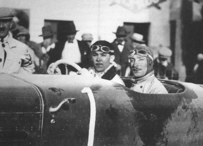 27 Avril 1924. XVe TARGA FLORIO. ARRIVEE. A g. ANDRE DUBONNET AU VOLANT de L'HISPANO-SUIZA H6C N° 1 SG 8.0 encore COUVERTE DE NEIGE.