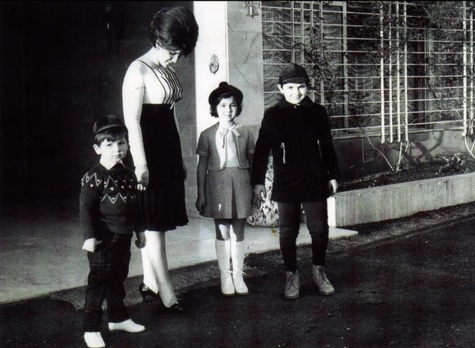 """Les enfants se retrouvent souvent au Liban avec la Princesse Mona.  """"Il était bien en chair et adorait fouiner dans les frigos, voulant tout dévorer...""""  disait la Princesse"""