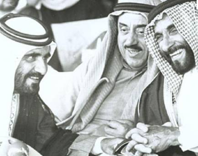 S. A.  L'EMIR  RASHID III BIN AHMAD AL MOUALLA  (1932+2009). 21 FEVRIER 1981 / 2 JANVIER 2009     ..............A g. SHEIKH MOHAMMED BIN RASHID AL MAKTOUM, A dte. SHEIKH ZAYED