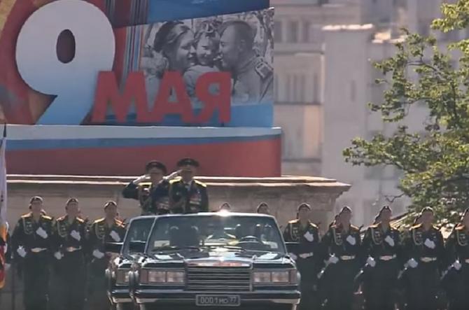 MOSCOU. 9 MAI 2016. LE MINISTRE DE LA DEFENSE PASSE EN REVUE LES TROUPES. C'est un superbe défilé que j'ai  vu .....en VIDEO