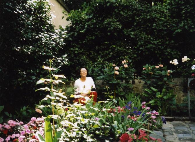 AN 2000. JEANNE  chez MAGUY  rue MOUFFETARD