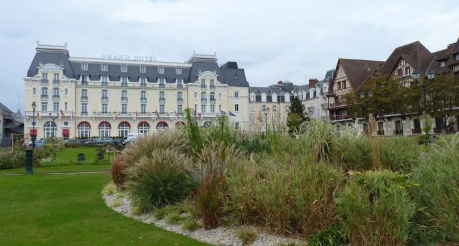 """LE GRAND HOTEL  (GRAND HÔTEL DE BALBEC  dans """"LA RECHERCHE DU TEMPS PERDU"""") de  MARCEL PROUST.    C* ANDREAS PIDDE  Oct. 2012"""