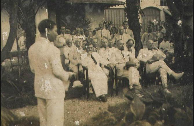 1938. HOMMAGE à VICTOR TARDIEU et INAUGURATION DE SON BUSTE PAR  GEORGES KHANH DANS LE JARDIN DE L' E.S.B.A.I