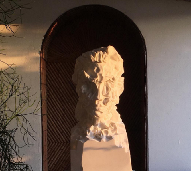 SAN SEBASTIAN'S GIRL  2017.  Statuario marbre. 60x22x28 cm. Pièce unique