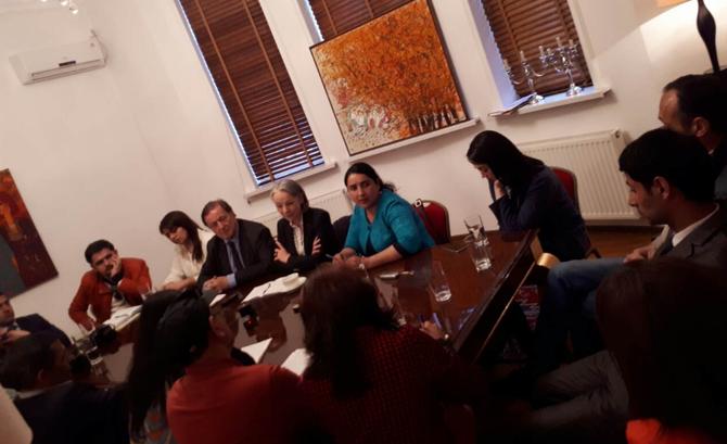 2017. DOUCHANBE . Conférence de presse avec les journalistes TADJIKS;  C* Yasmine GOUEDARD.